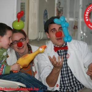 gyógyító bohócdoktorok